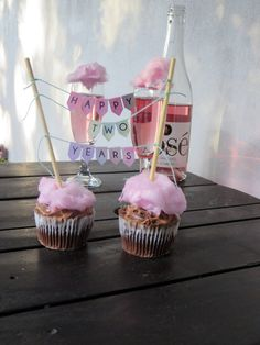 Cotton candy champagne & cupcakes