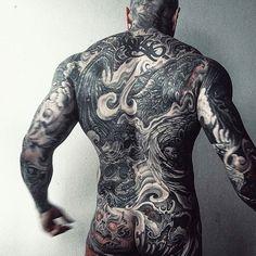 Inked man @yallzee = = = #inkedup #tattoo #tattoos #tattooed #ink #inked #blackwork #blacktattoo #backtattoo #asstattoo #handtattoo #sleeve #sleevetattoo #dragontattoo