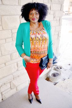 LOVE the colors and layering  Plus size fashion for women : how to wear a red skinny jeans.