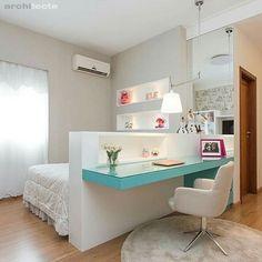 Quarto menina l Destaque para a bancada de estudo azul Tiffany localizada na lateral da cama {♡}. Projeto Ana Paula Carvalho e Luciana Martins #bedroom #quartodemenina #tiffany #homedesign #homedecor #instagirl #beautiful #girls #love #home #follower #architecture #decorating #decor #goodafternoon #like #details #arquiteta #instadesign #decora #instalike #instamood #Quarto #suíte #blogfabiarquiteta #fabiarquiteta