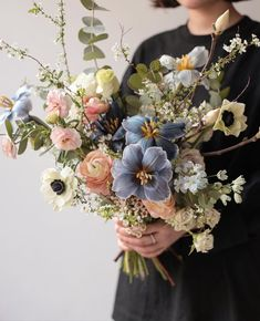 Beautiful flowers and some wonderful ideas for your wedding bouquet. My Flower, Flower Power, Beautiful Flowers, Floral Wedding, Wedding Bouquets, Wedding Flowers, Arte Floral, Bloom, Flower Studio