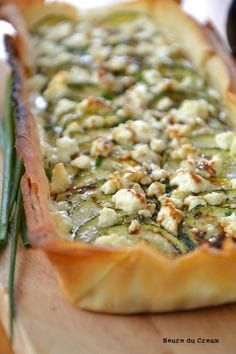 Tarte feta courgettes (feta and zucchini tart) Veggie Recipes, Vegetarian Recipes, Healthy Recipes, Recipes Dinner, Healthy Cooking, Healthy Eating, Cooking Recipes, Food For Thought, Salty Foods
