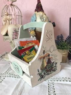 Harvest Basket, Flower Boxes, Flowers, Decoupage Box, Diy Gift Box, Wood Boxes, Painting On Wood, Diy Projects, My Favorite Things