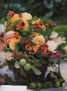 fall floral arrangement by Carolyne Roehm -- gorgeous!
