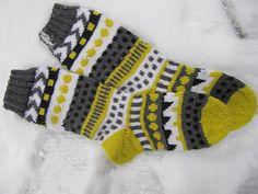 virveriikka: Yhdet vielä tätä Knitting Charts, Knitting Socks, Hand Knitting, Marimekko Fabric, Yarn Ball, Wool Socks, Knitting Accessories, Knit Or Crochet, Diy Fashion