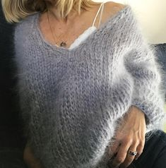 68 ideas crochet cardigan chunky jumpers for 2019 Fluffy Sweater, Mohair Sweater, Crochet Cardigan, Knit Crochet, Bohemian Style Clothing, Knit Fashion, Knitting Designs, Cardigans For Women, Autumn Winter Fashion