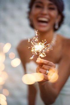 Идея для зимней свадьбе. Бенгальские огни