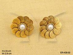 Jewellery Earrings, Coin Jewelry, Black Earrings, Pearl Stud Earrings, Antique Earrings, Temple Jewellery, Antique Jewelry, Gold Ring Designs, Gold Earrings Designs