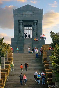 Monument to the Unknown Hero, Belgrade