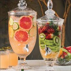 5 drinks de suqueira para se refrescar no verão - Tool Box - Pratik Hızlı ve Kolay Yemek Tarifleri Infused Water Recipes, Drinks Alcohol Recipes, Alcoholic Drinks, Beverages, Refreshing Cocktails, Cocktail Drinks, Drink Dispenser, Coffee Break, Brunch Recipes