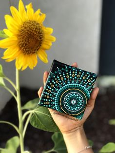 Loving this mini canvas! #mandalas #canvas #dotillismart #amanomandalas
