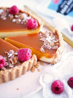 Vaniljpannacottapaj med salt kolaspegel | My Kitchen Stories Best Dessert Recipes, No Bake Desserts, Sweet Recipes, Delicious Desserts, Cake Recipes, Bakers Gonna Bake, Good Pie, Swedish Recipes, Healthy Baking