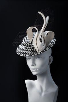 Вечерняя шляпка Jonathan Livingston #hat #couturehat #millinary #chapeauegoiste #designerhats #fashionhats #fascinator #derbyhats #pillbox