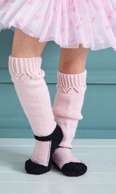 Halloween on jo ovella! Leg Warmers, Projects To Try, Socks, Legs, Knitting, Halloween, Children, Crafts, Pepperoni