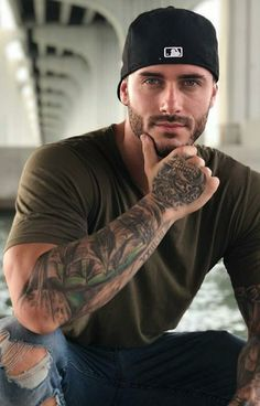 He's handsome and not very cocky looking. Pretty eyes too. Handsome Men Quotes, Handsome Arab Men, Handsome Older Men, Scruffy Men, Fitness Inspiration, Hot Guys Tattoos, Guys With Tattoos, Tatted Men, Inked Men