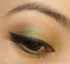 make up winked eye