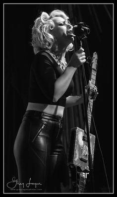 Jess Glynne, Heavy Metal Girl, Guitar Girl, Hot Band, Female Guitarist, Blues Artists, Woman Crush, Rock And Roll, Bass