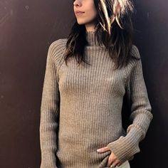 Esencia este un brand exclusivist cu haine din cele mai fine fibre de alpaca, cu un design simplu japonez, combinat cu cel nordic. Puloverele de femei sunt simple, naturale, foarte confortabile și elegante. Vă invităm pe site pentru a vizualiza întreaga colecție de femei și copii, sau în boutique, pe strada Docenților.