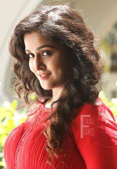 Malayalam Actress, Most Beautiful Indian Actress, Indian Beauty Saree, Indian Actresses, Dressing, Beautiful Women, Wonder Woman, Long Hair Styles, Lady