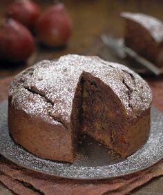 Torta al cioccolato con pere e cannella