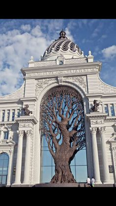 Iron tree at Russia's Ministry of Agriculture