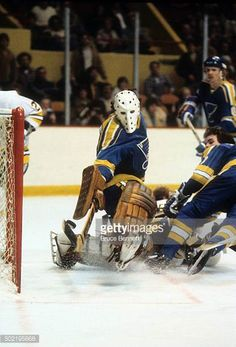 goalie-mike-liut-of-the-st-louis-blues-makes-the-stick-save-during-an-picture-id502195868 (416×612)