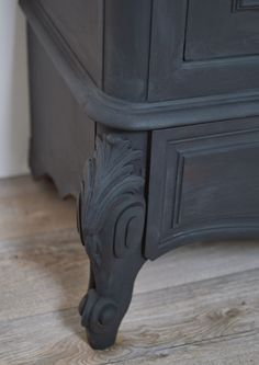 patine l 39 ancienne sur un buffet en ch ne massif. Black Bedroom Furniture Sets. Home Design Ideas