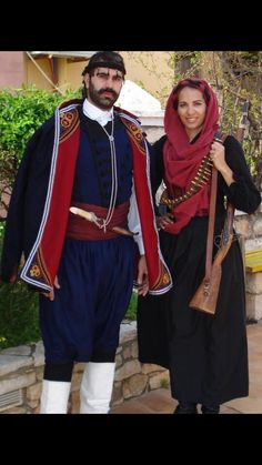 Married couple in Crete Greek Costumes, Dance Costumes, Casablanca 1942, Greek Soldier, Greek History, Greek Culture, Minoan, Crete Greece, Greek Clothing