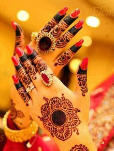 Pretty henna design www.weddingstoryz.com Wedding Storyz | Indian Bride | Indian Wedding | Indian Groom | South Asian | Bridal wear | Lehenga details | Bridal Jewellery | Makeup | Hairstyling | Indian | South Asian | Mandap decor | Henna Mehendi designs