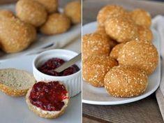 low carb rolls - sezamové houstičky, naše nejoblíbenější :) Low Carb Keto, Low Carb Recipes, Snack Recipes, Snacks, Keto Bread, Paleo, Food And Drink, Meals, Baking