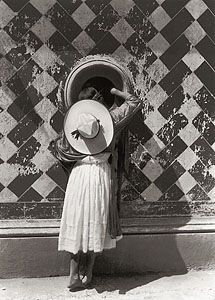 my favorite tina modotti photograph History Of Photography, Conceptual Photography, Documentary Photography, Vintage Photography, Street Photography, Art Photography, Tina Modotti, Andre Kertesz, Eugene Atget