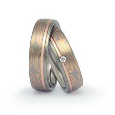 """Trauringe Neu-Isenburg Eheringe Goldschmiede Ringe Hochzeitsringe Trauringe : Mokume-Gane : b521 Mokume-Gane: ist eine Schmiedetechnik, die ursprünglich aus Japan kommt. Das Material, mehrere dünne schichten z.B. Silber und Kupfer werden durch das schmieden miteinander verbunden und anschließend verschweißt. Ähnlich wie bei """"Damast Stahl"""" Bei Mokume-Gane wird es bevorzugt Metalle mit möglichst mehr Kontrast """"Maserung"""" zu kombinieren."""