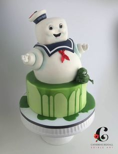 This Superb Ghostbusters cake featues the Stay Puft Marshmallow Man and Slimer. Cupcakes, Cupcake Cakes, Ghostbusters Cake, Movie Cakes, Cake Wrecks, Gateaux Cake, Different Cakes, Character Cakes, Disney Cakes