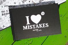 #ARTBOOK #ILUSTRACION #CIENCIASLIBRES #CROWDFUNDING - I LOVE MISTAKES es un libro ilustrado para todos aquellos que ven en el ERROR la salsa de la vida. 120 páginas que cuentan grandes y pequeñas historias de encuentros y desencuentros entre el ser humano, el mundo y el error. Crowdfunding Verkami: http://www.verkami.com/projects/10696-i-love-mistakes/blog/