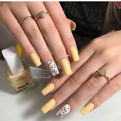 Summer Acrylic Nails, Best Acrylic Nails, Pastel Nails, Yellow Nails, Acrylic Nail Designs, Acrylic Nails Yellow, Stylish Nails, Trendy Nails, Shiny Nails