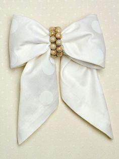 Beautiful Bow Tie - napkin folding idea www.MadamPaloozaEmporium.com www.facebook.com/MadamPalooza