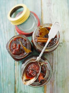 Spiced plum chutney by Jamie Oliver Chutneys, Vegan Recipes Easy, Cooking Recipes, Plum Chutney, Simply Yummy, Hp Sauce, Salsa Picante, Chicharrones, Cinnamon Recipes