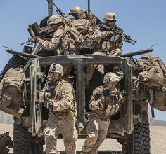 Soldiers Military Gear, Military Veterans, Us Green Berets, Lav 25, Once A Marine, Tactical Operator, War Photography, Us Marines, Modern Warfare