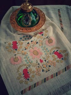 Neşe'nin gözdeleri Embroidery On Kurtis, Kurti Embroidery Design, Crewel Embroidery, Vintage Embroidery, Machine Embroidery, Simple Embroidery Designs, Dress Design Sketches, Turkish Art, Cross Stitch Samplers