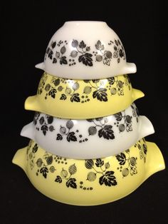 Set of 4 Pyrex Cinderella Style nesting bowls by TimesTinCup, $42.00