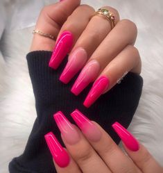 How to choose your fake nails? - My Nails Neon Pink Nails, Summer Acrylic Nails, Best Acrylic Nails, Barbie Pink Nails, Pink Acrylics, Gradient Nails, Acrylic Nails Coffin Ombre, Summer Nails Neon, Color Nails