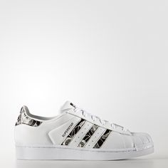 The shell toe takes a trip to the tropics. A true original since 1970, these adidas Superstar sneakers have been revamped with an island vibe. Infused with the sights and sounds of Southern climes, these shoes are designed in collaboration with Brazilian