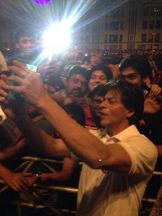 SRK taking a selfie.