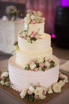 rustic wedding cake Unique Wedding Cakes, Beautiful Wedding Cakes, Wedding Cake Designs, Wedding Cake Toppers, Beautiful Cakes, Floral Wedding Cakes, Wedding Cake Rustic, Fresh Flower Cake, Buttercream Wedding Cake