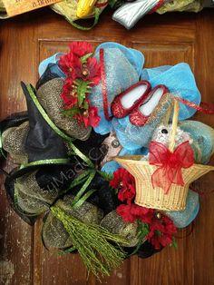 Daisy Made Creations: My Glitzy Wizard of Oz Halloween Door scape 2012 Wizard Of Oz Gifts, Wizard Of Oz Decor, Halloween Door, Halloween Decorations, Happy Halloween, Summer Wreath, 4th Of July Wreath, Wizard Of Oz Wreath, Holiday Crafts