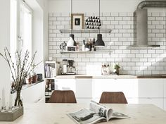 white tiles in the kitchen (via Stadshem)