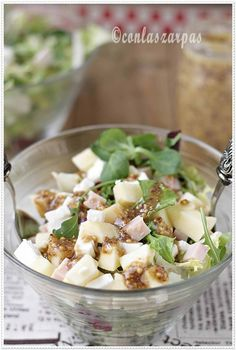 Turkey, apple and fresh cheese salad with old mustard vinaigrette - Comer sano - Recetas Veggie Recipes, Salad Recipes, Vegetarian Recipes, Cooking Recipes, Healthy Recipes, Delicious Recipes, Queso Fresco, Cheese Salad, Fusion Food