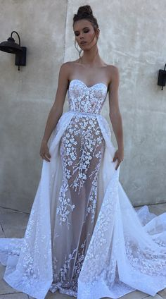 Overskirts are such a gorgeous trend right now, and this one from @bertabridal is so fabulous!