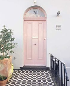 Like a good lipstick, your front door colour can freshen up and lift the whole facade of your home. Here's our front door favourite five. Exterior House Colors, Interior Exterior, Home Interior, Exterior Design, Interior Ideas, House Front Door, Glass Front Door, Front Doors, Home Design