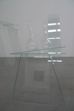 Equilibrio; Installation; Glas, Wasser, Farbe; Grösse variabel